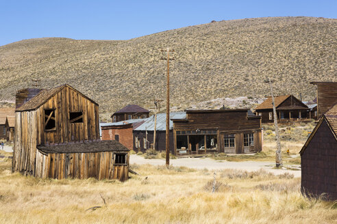 USA, California, Sierra Nevada, Bodie State Historic Park, gold mining town - FCF01596