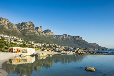 South Africa, Camps bay with the table mountain in the background, suburb of Cape town - RUNF00139