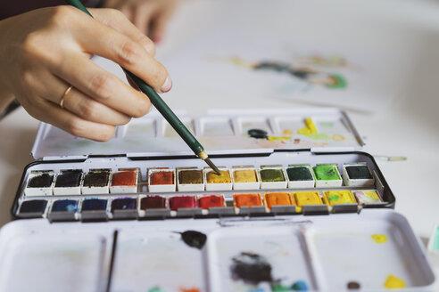 Illustrator painting at work desk, close-up - AFVF01926