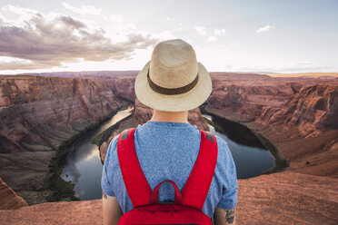 USA, Arizona, Colorado River, Horseshoe Bend, young man on viewpoint - KKAF02840