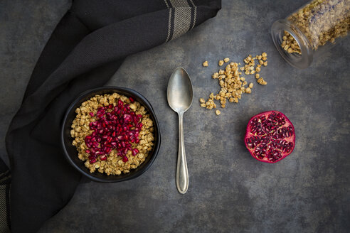 Bowl of granola with pomegranate seed - LVF07537