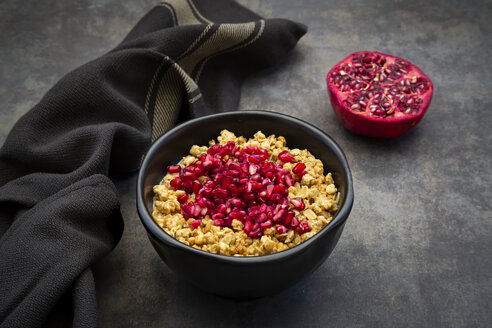 Bowl of granola with pomegranate seed - LVF07540