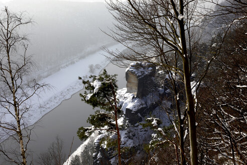 Germany, Saxony, Elbe Sandstone Mountains, Bastei area in winter - JTF01131