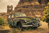 USA, Arizona, old car - FC01621