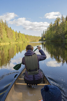 Finland, Oulanka National Park, woman in a canoe on river - PSIF00156