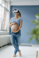 Pregnant woman wearing VR glasses - KNSF05280