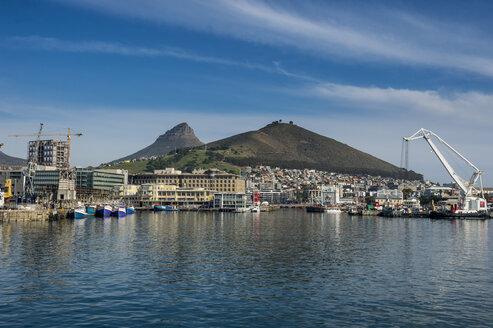 South Africa, Cape Town, city view with Lion's Head - RUNF00179