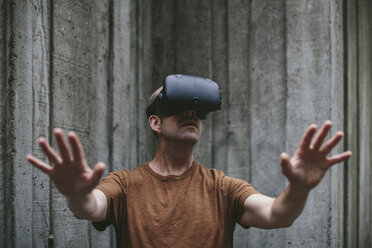 A middle aged man wearing a virtual reality headset. - MINF09570