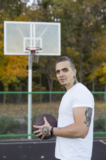 Portrait of man with basketball in autumn - VGF00101