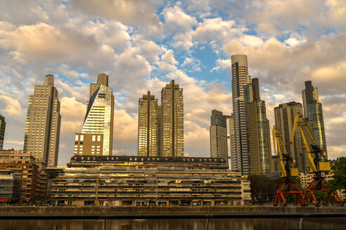 Argentina, Buenos Aires, Puerto Madero in the evening light - SPCF00291