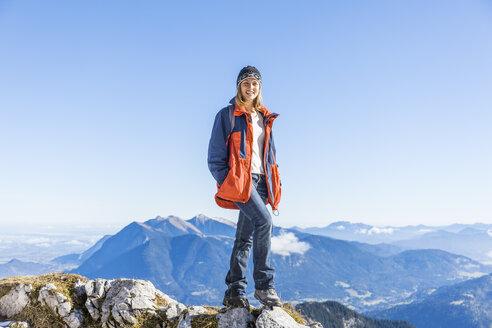 Germany, Garmisch-Partenkirchen, Alpspitze, Osterfelderkopf, female hiker - TCF05931