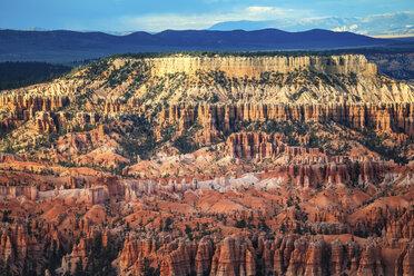 USA, Utah, rock formations at Bryce Canyon National Park - FCF01628