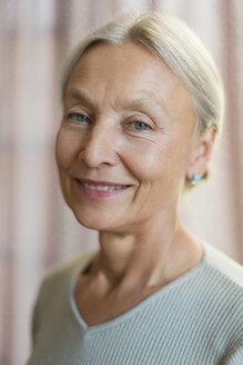 Portrait of smiling senior woman - VGF00126