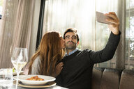 Couple in love taking a selfie in a restaurant - VABF01698
