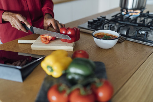 Hands of a woman, chopping bell peppers on a chopping board - BOYF00964