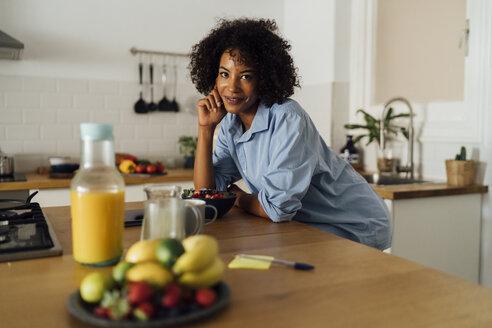 Woman having a healthy breakfast in her kitchen - BOYF01063