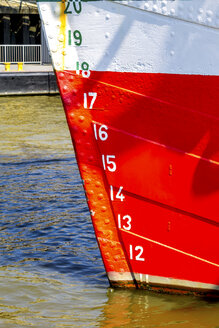 Germany, Hamburg, Water level on a ship's bow - PUF01334