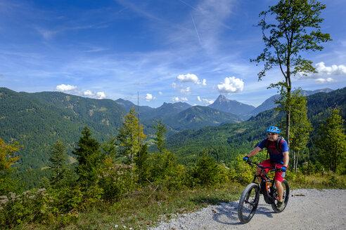 Austria, Tyrol, Juifen, Rotwand mountain pasture, mature men on mountain bike - LBF02234