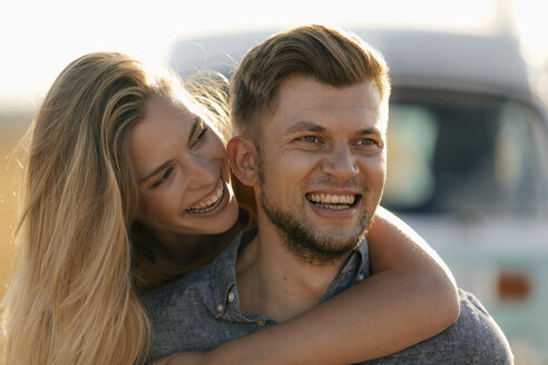 Happy affectionate young couple at camper van - GUSF01566