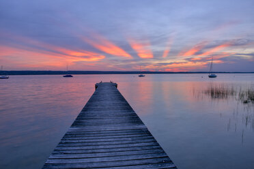 Wooden jetty at sunset at Lake Ammersee, Fuenfseenland, Bavaria, Germany. - RUEF02049