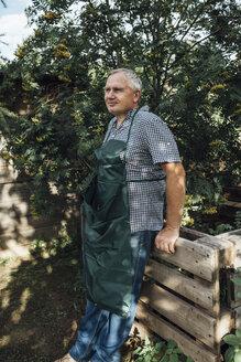 Gardener in garden - VPIF01126
