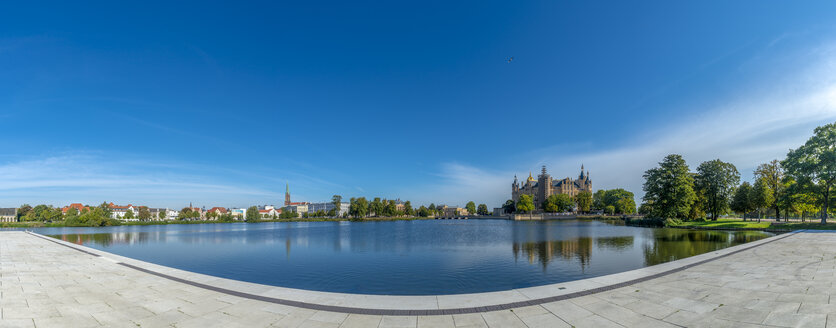 Germany, Mecklenburg-Western Pomerania, Schwerin, Lake Schwerin, terrace, 'Schwimmende Wiese' - FRF00762