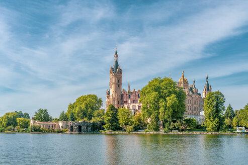 Germany, Mecklenburg-Western Pomerania, Schwerin, Schwerin Palace, Lake Schwerin - FRF00765