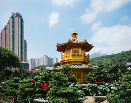 China, Hong Kong, Diamond Hill, Nan Lian Garden, Golden Pavilion of Absolute Perfection surrounded by skyscrapers - GEMF02535