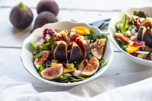 Mixed salad with fig, tomato, ham, cheese, pistachio - SARF03979