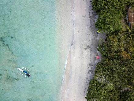 Indonesia, Sumbawa, West Sumbawa, Aerial view of banca boat and Jelengah beach - KNTF02338