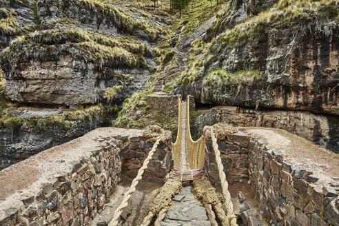 Peru, Quehue, Inca rope bridge - SSCF00050