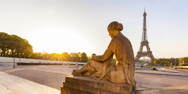 France, Paris, Eiffel Tower with statue at Place du Trocadero - WDF04868