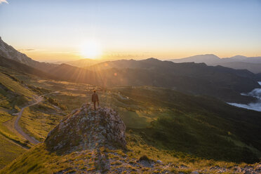 Italy, Umbria, Sibillini National Park, hiker standing on viewpoint at sunrise - LOMF00748