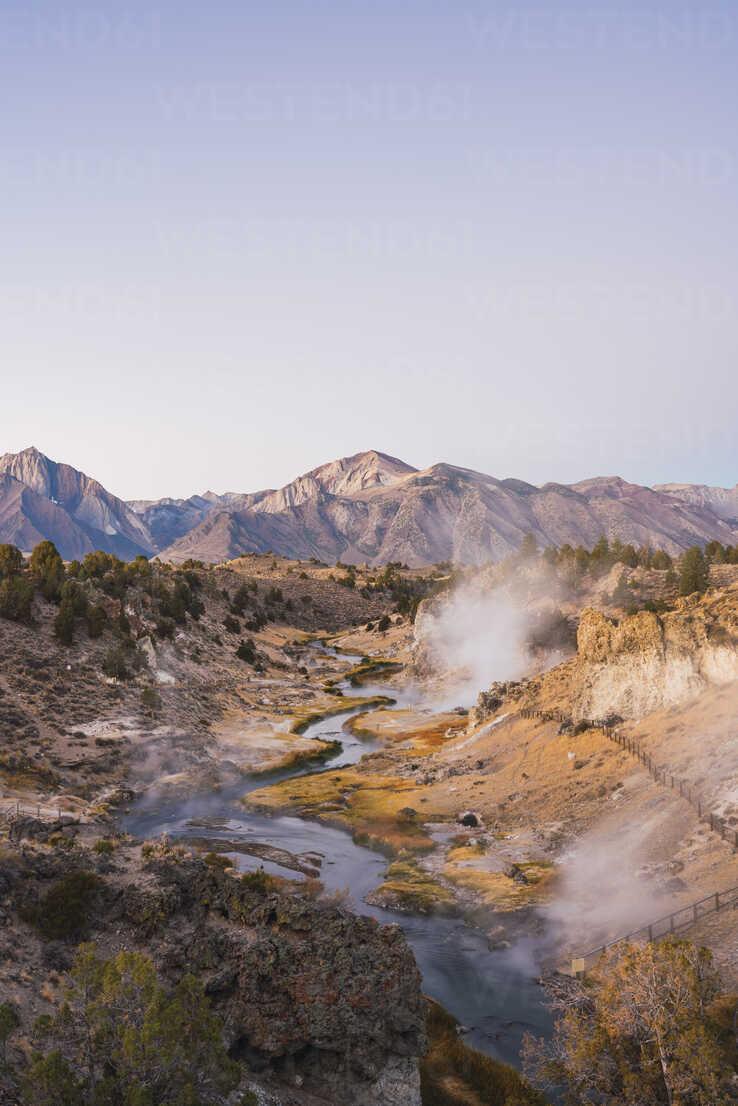 USA, California, Hot creek in Mammoth Lakes - KKAF03024 - Kike Arnaiz/Westend61