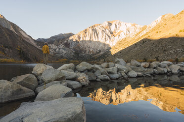 USA, California, Yosemite National Park, Mammoth lakes, hiker at Convict Lake - KKAF03027