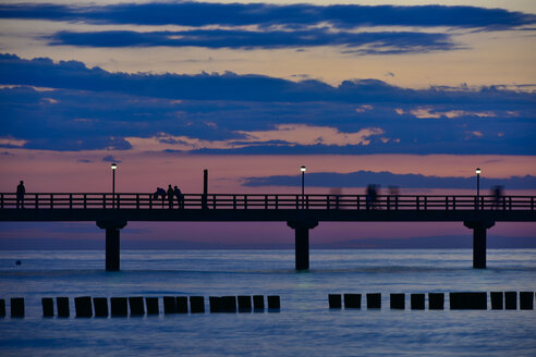 Germany, Mecklenburg-Western Pomerania, Zingst, sea bridge at sunset - FDF00262
