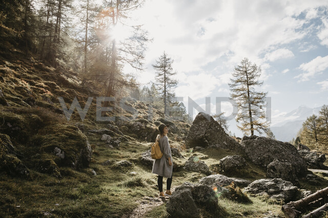 Switzerland, Engadin, woman on a hiking trip in the mountains - LHPF00136 - letizia haessig photography/Westend61