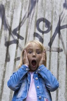 Portrait of scared blond girl - JFEF00921