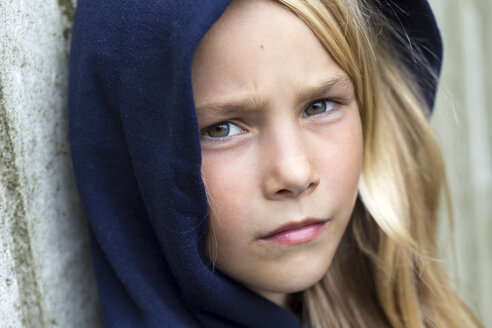 Portrait of unhappy blond girl - JFEF00930