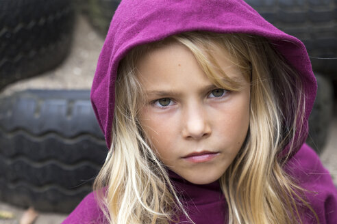 Portrait of unhappy blond girl - JFEF00933