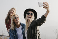 Three happy young women taking a selfie outdoors - LHPF00169