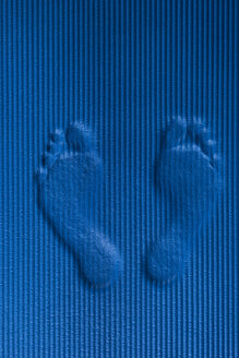 Footmarks on blue workout mat - SKAF00058