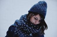 Portrait of a woman in winter - INGF08054