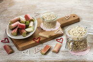 Ingredients of porridge with rhubarb - EVGF03387