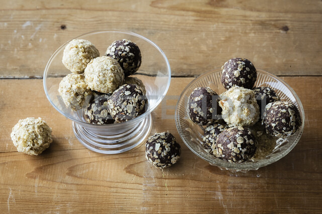 Glass bowls of Energy Balls - EVGF03390