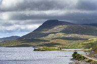 United Kingdom, Scotland, Scottish Highland, Sutherland, Ardvreck Castle, Loch Assynt, Spidean Coinich mountain in the background - ELF01952