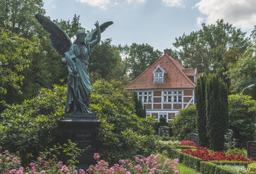 Germany, Hamburg, Angel at the Ochsenwerder cemetary with view on the presbytery - KEB00983
