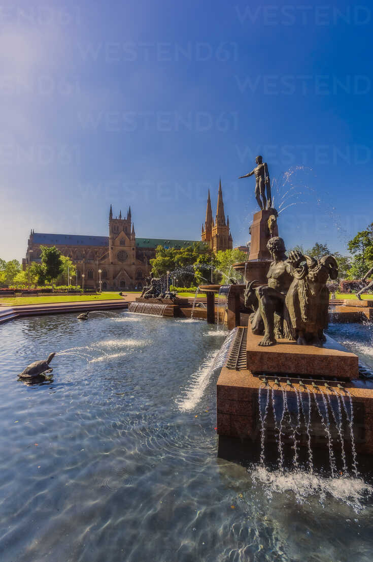 Australia, New South Wales, Sydney, J. F. Archibald Memorial Fountain, St Marys Cathedral in the background - THAF02365 - Thomas Haupt/Westend61