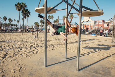 USA, California, Los Angeles, Venice, Musle Beach, sporty woman on pole, poledance - SEEF00052