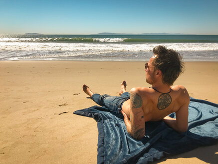 Man enjoying sea, sun and sand at Ventura Beach, California, USA - SEEF00054